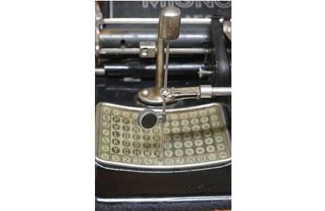 Detail AEG Mignon 4 – Zeigerschreibmaschine, Tableau oder Buchstabenfeld,  1924 - 1933; Foto: NHM Wien, Archiv für Wissenschaftsgeschichte