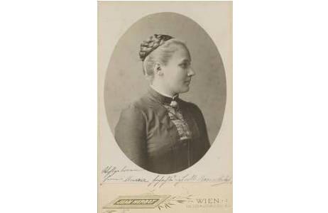 Jean Herbst, Rosa Holub geb. Hoff,  Gelatinesilberpapier auf Karton, Wien um 1888; Foto: NHM Wien