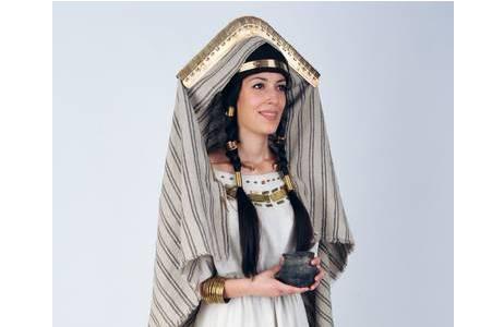 Rekonstruktion der reichen frühbronzezeitlichen Tracht