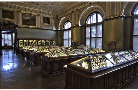 Saal III der Mineraliensammlung des Naturhistorischen Museum Wien; Foto: K. Kracher, NHM