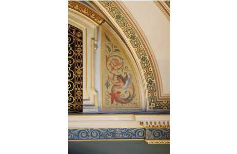 Geflügelter Genius mit Flugechse, Detail aus Saal 27; Foto: A. Schumacher, NHM Wien