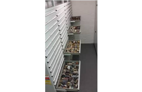 Die ehemalige Lehrsammlung der TU Wien in ausziehbaren Laden; Foto: C. Schalko, NHM Wien