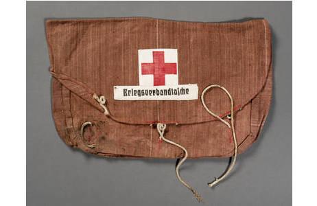 Kriegsverbandtasche aus dem ersten Weltkrieg; Foto: W. Reichmann, NHM Wien