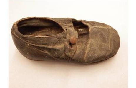 Erster Schuh von Hans Hass; Foto: NHM Wien