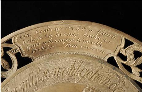 Steinschnitt-Garnitur aus bituminösem Kalk (Ay948): Foto: A. Schumacher, NHM Wien