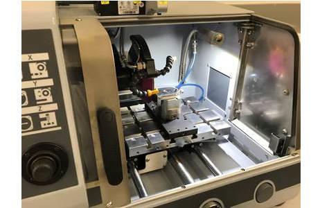 Dünnschliffmaschine in der Präparation der mineralogisch-petrologischen Abteilung; Foto: G. Batic, NHM Wien