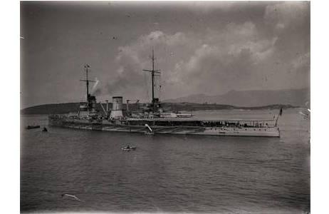 """Viktor Pietschmann, Korfu, die """"Goeben"""" im Hafen, Gelatine-Trockenplatte, April 1914; Foto: NHM Wien"""