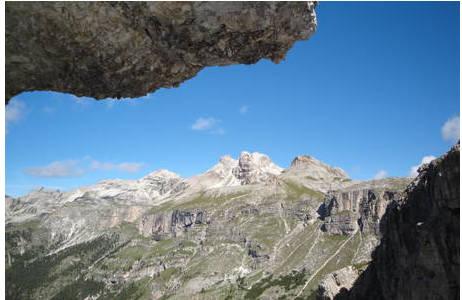 Blick auf die kreidezeitlichen Meeresablagerungen der Puez Spitzen in Südtirol; Foto: NHM Wien