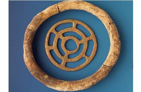 Merowingische Zierscheibe mit Umrahmung aus Elfenbein (PA81273)