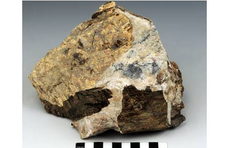 Weitere Ansicht des Astrophyllits vom Sagasen Quarry, Norwegen; Foto: A. Schumacher, NHM Wien