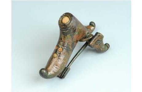 Schnabelschuhfibel aus Bronze (Leopoldau) (PA68844): Foto: A. Schumacher, NHM Wien