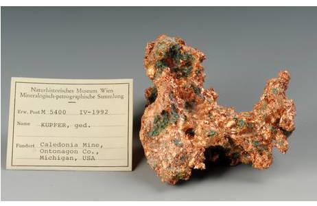 Kupfer-Masse mit Etikett; Foto: A. Schumacher, NHM Wien